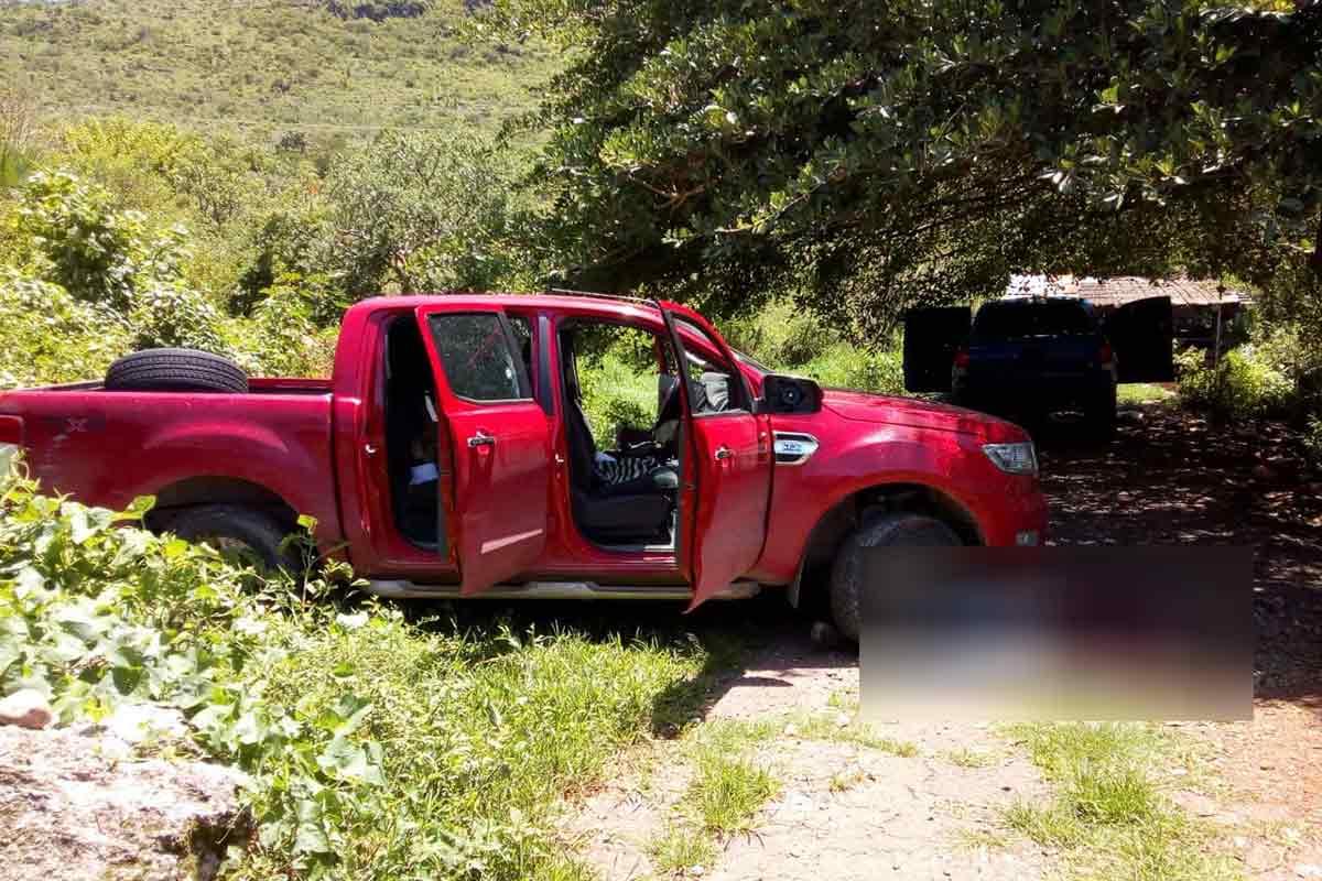 Guerrero - FFAA Federales Asumen la Seguridad en 13 Municipios de Guerrero. - Página 2 Balacera-petaquillas-guerrero-muertos-policias-armados