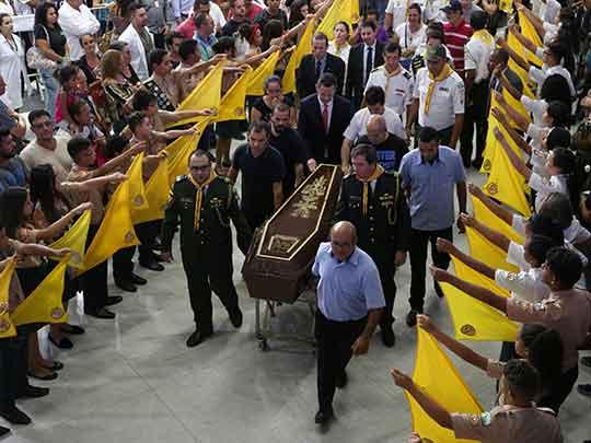 Resultado de imagen para funeral colectivo en brasil