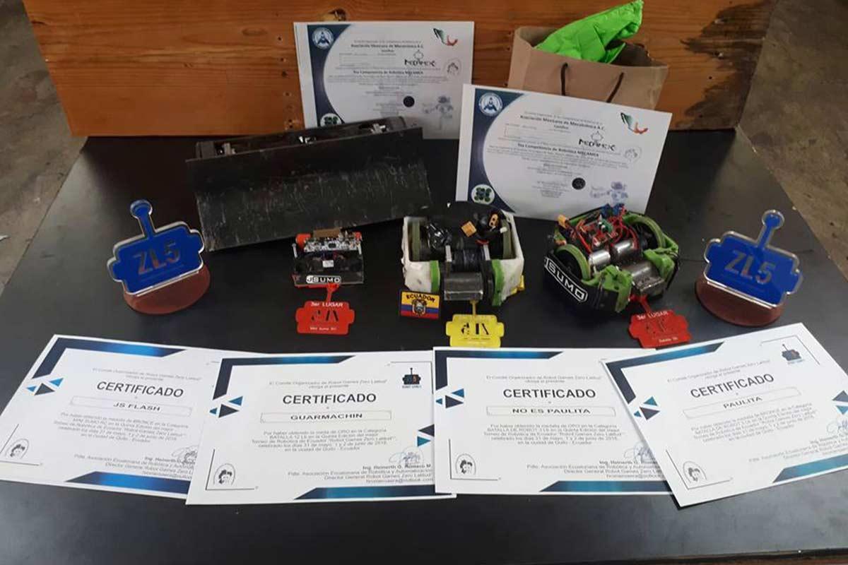 Reconocimientos a alumnos del IPN por su participación en Robot Games Zero Latitud (Foto: IPN)