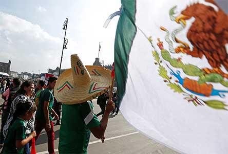 aficionado, mexicano, se avienta, poste, juan, escutia, nadie, cacha,. excelsior, futbol, rusia 2018, noticias, mexico,