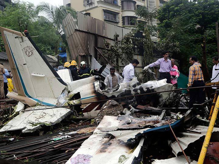 Accidentes de Aeronaves (Civiles) Noticias,comentarios,fotos,videos.  - Página 11 Avioneta-privada-se-desploma-en-mumbai-hay-6-muertos-2