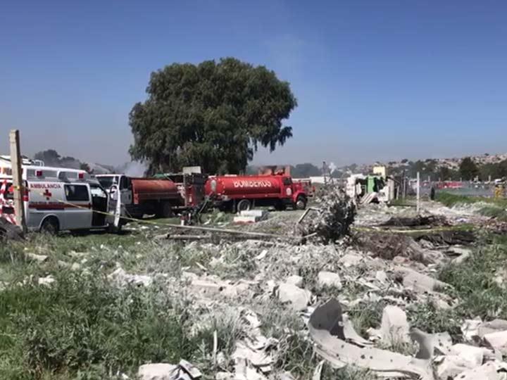 Suman 21 muertos tras explosiones en Tultepec
