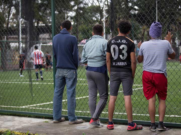Migrantes sopesan si quedarse en México o seguir hacia EU
