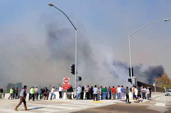 Aumentan a 31 los muertos por incendios en California