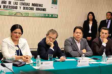 Sergio Mayer en una reunión de comisiones, junto con Porfirio Muñoz Ledo