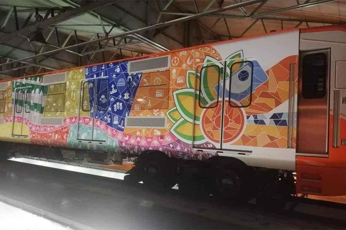 Un tren de la Línea 1 del Metro, ahora tiene la apariencia del dios prehispánico, Quetzalcóatl.