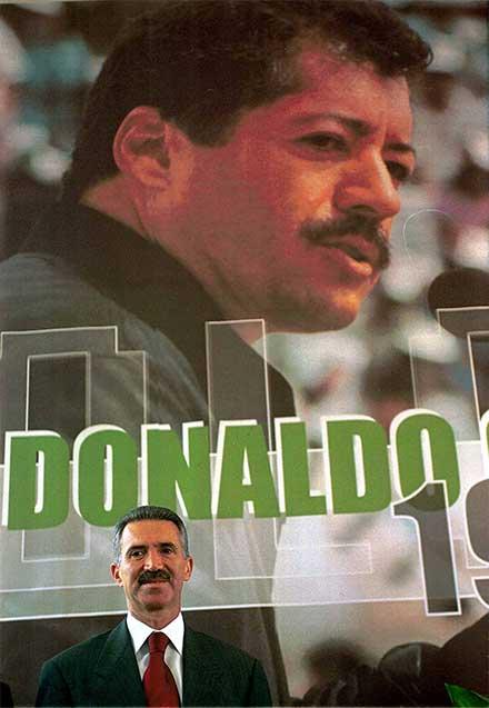 Riberto Madrazo, priista, delante de un enorme cartel de Colosio