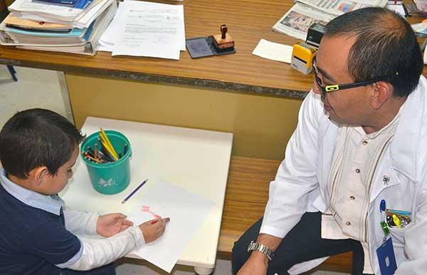 En el IMSS se brindan distintas atenciones a los pacientes con autismo desde temprana edad para mejorar su calidad de vida. Foto: IMSS