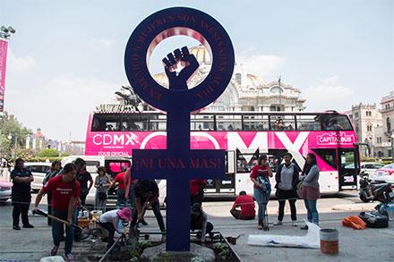 Antimonumento en Bellas Artes, en contra de los feminicidios