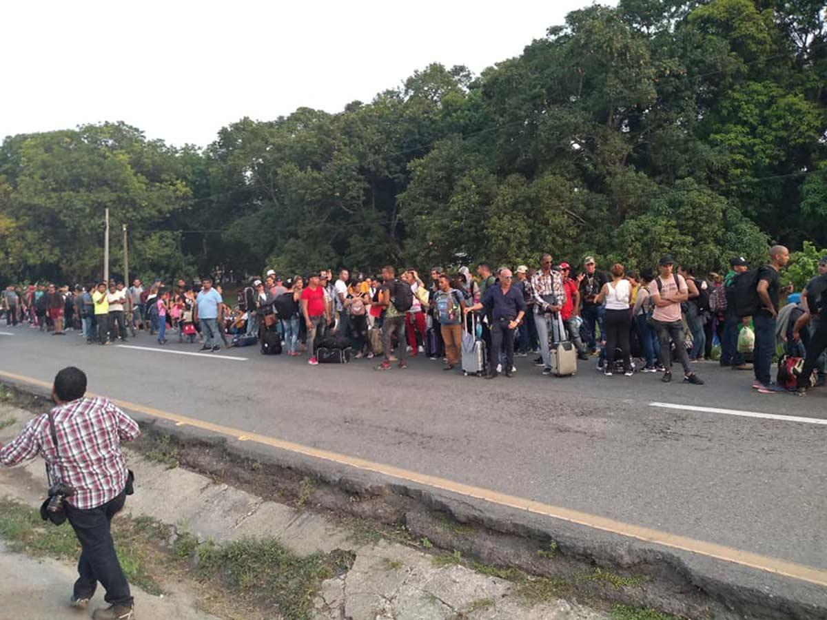 INAMI intercepta caravana de cubanos en Chiapas
