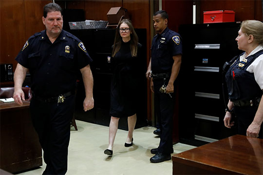 La falsa niña rica que engañó a NY será condenada por fraude