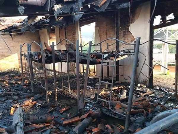 El fuego consumió el dormitorio en donde dormían los pequeños. Foto: Especial