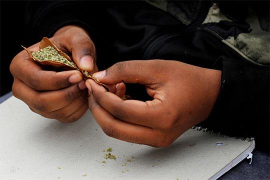 Adolescentes consumen 10 veces más mariguana que hace 30 años