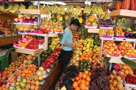 Puesto de frutas en un mercado