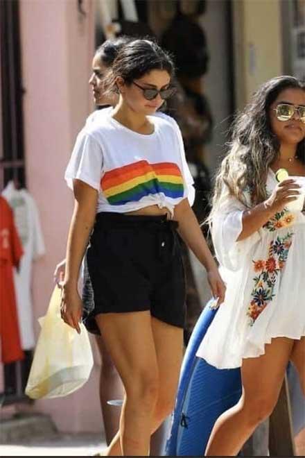 Selena Gómez compra frituras en Sayulita y tú te pones fresa