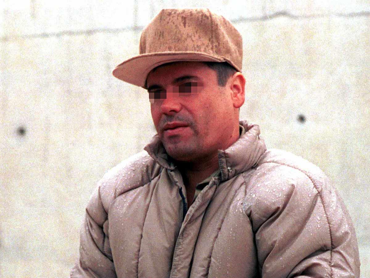Detenido el 9 de junio de 1993 en la frontera entre México y Guatemala, es condenado a 20 años de cárcel por asesinatos y tráfico de drogas