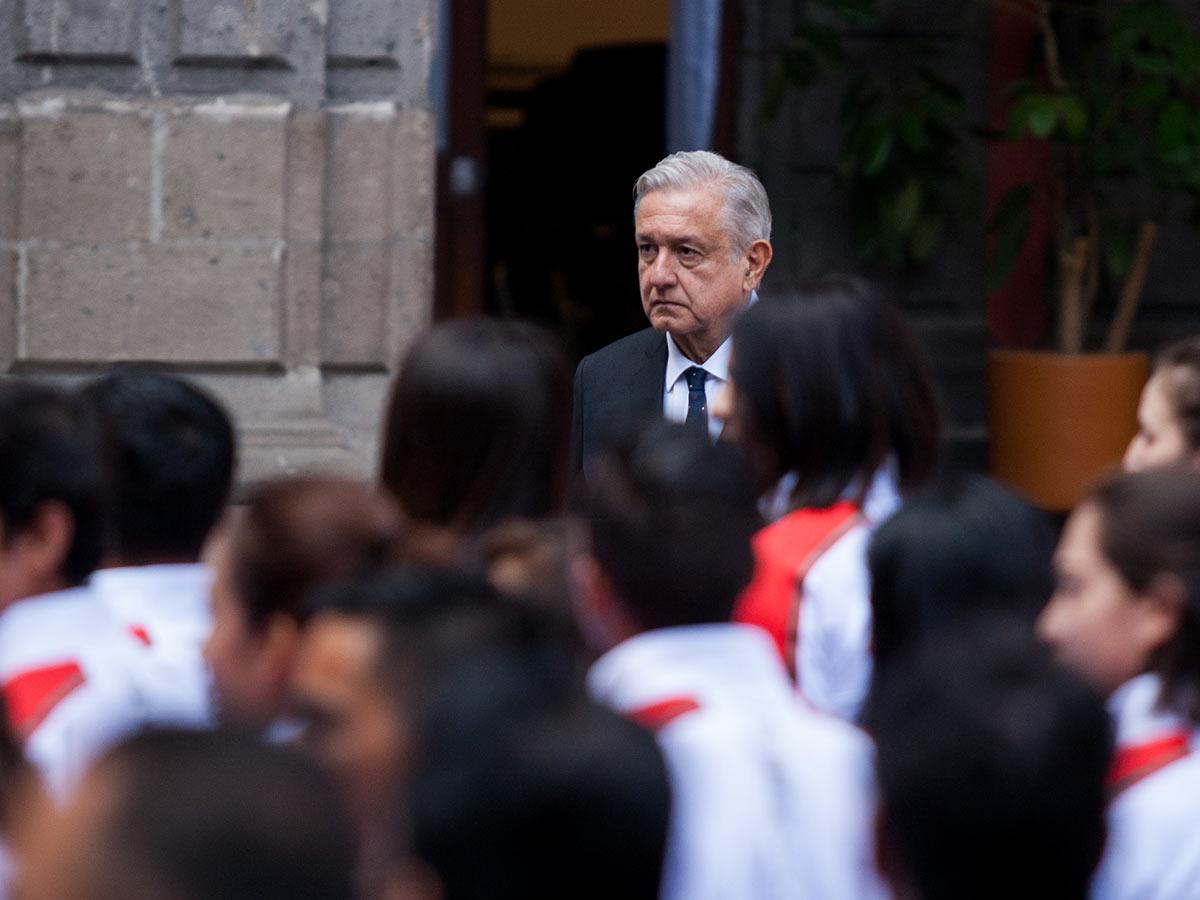 El Presidente durante la ceremonia de abanderamiento de la delegación mexicana que participa en Lima 2019