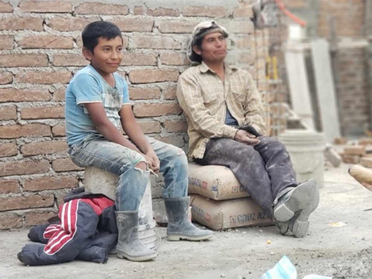'Paco' pidió a su papá poder trabajar en vacaciones para ayudarlo en los gastos de casa (Foto:  Chiapas Sin Censura)