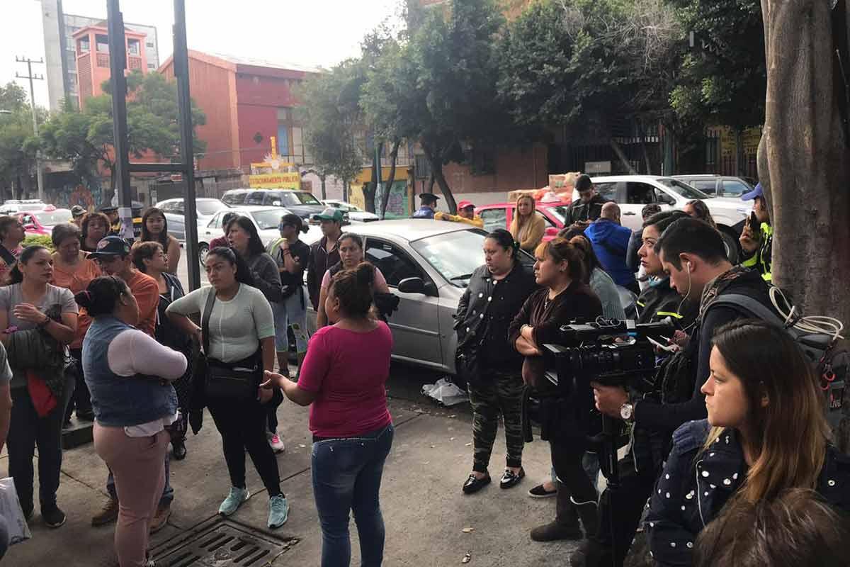 Padres de familia mencionan que el profesor no se ha presentado a trabajar en varios días. Foto: Jorge González