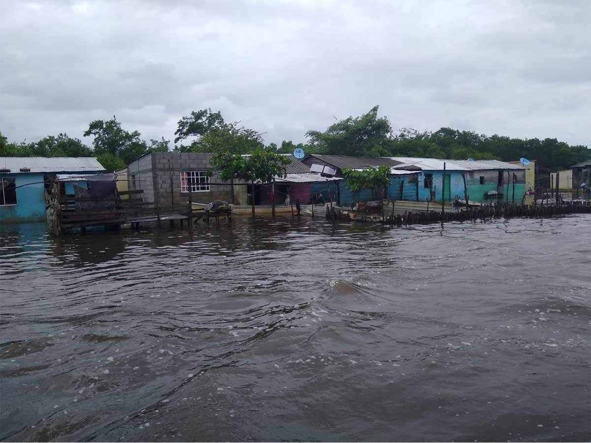 Varias comunidades se han visto afectadas por el desbordamiento de algunas lagunas. Foto: Vía @xevtfm