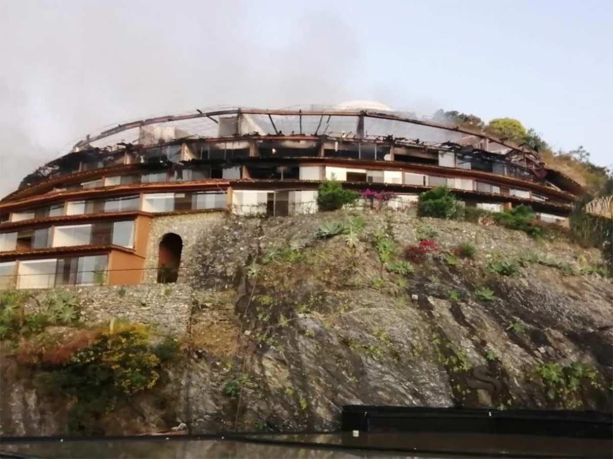 La madrugada de este lunes se registró alrededor de las 4:30 horas un incendio en el área de Spa del hotel El Santuario, ubicado en Valle de Bravo