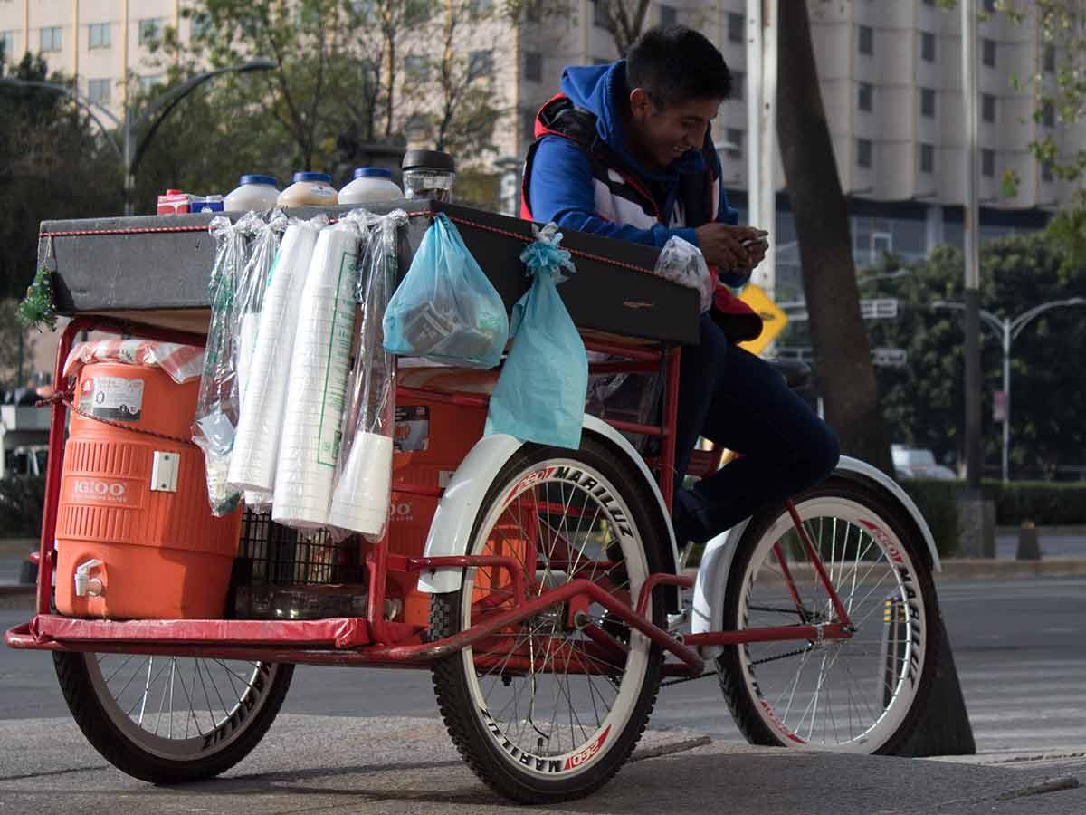Esta ley también dejará libre a la capital de México de otros objetos plásticos en 2021 como popotes, mezcladores, globos, tapas, vasos...