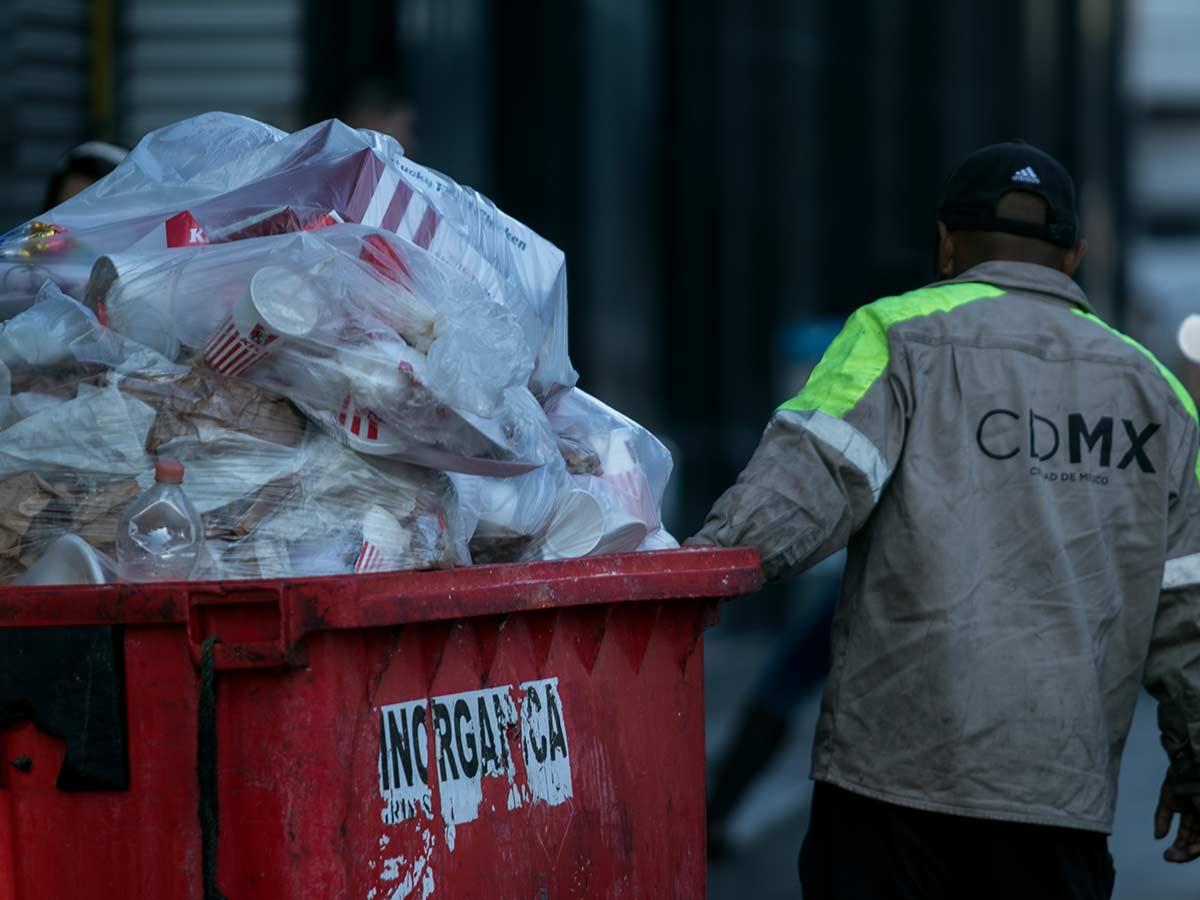 Las multas a establecimientos por desacatar la ley sobre bolsas de plástico iría de los dos mil 245 a los 168 mil 980 pesos.