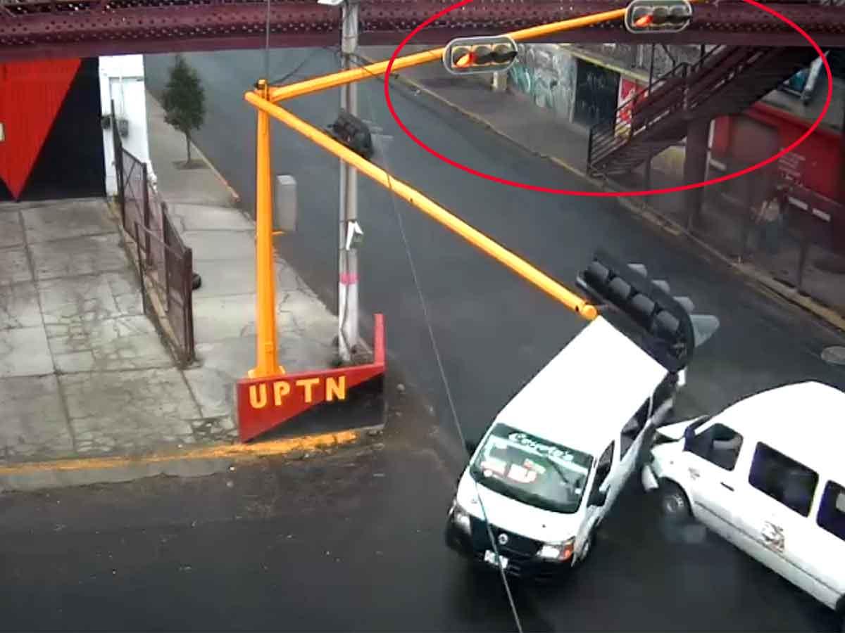 Imagen que muestra la luz roja del semáforo en el momento del accidente.