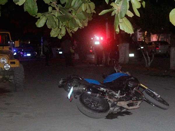 Motocicleta en la que viajaba el médico. Foto: Especial