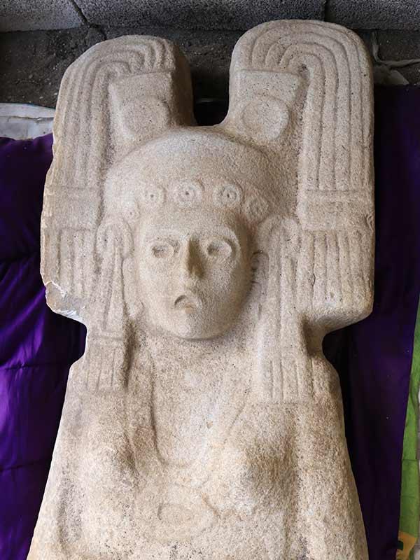 Esta es la escultura femenina de casi 2 metros de altura que fue hallada en la cuenca del río Tuxpan, en el sur de la Huasteca veracruzana. Foto: AP