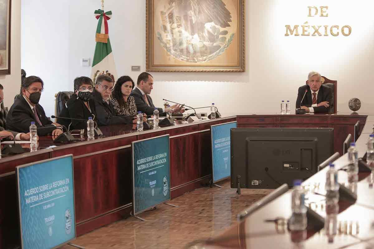 Presidente anuncia acuerdo con sectores sindical y empresarial sobre subcontratación / Presidencia