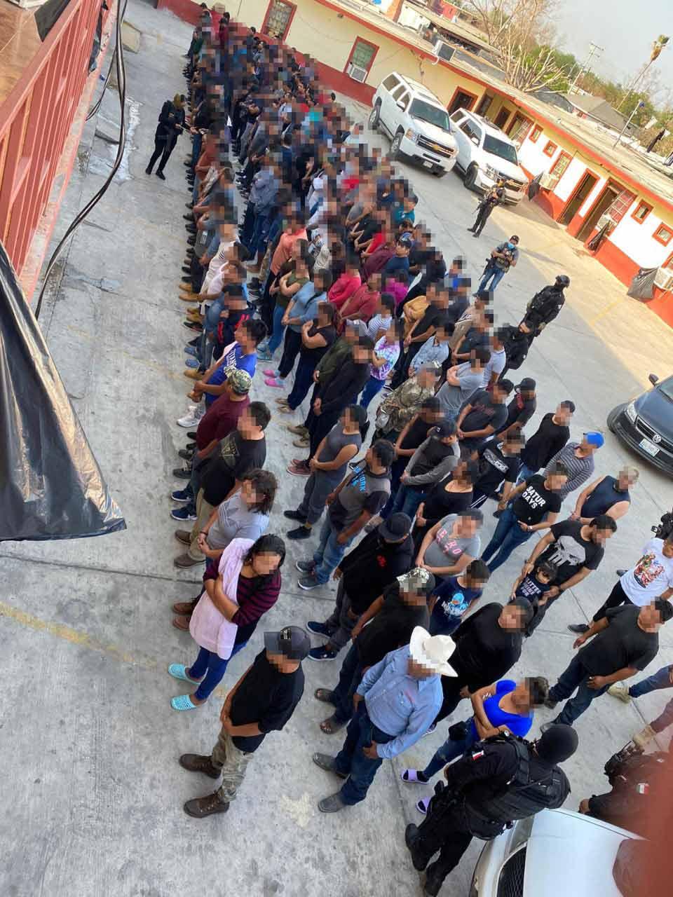 Policías rescatan a 260 migrantes en Tamaulipas