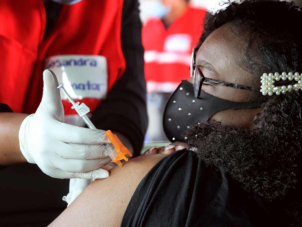 Aplicación de vacuna / Foto: AFP