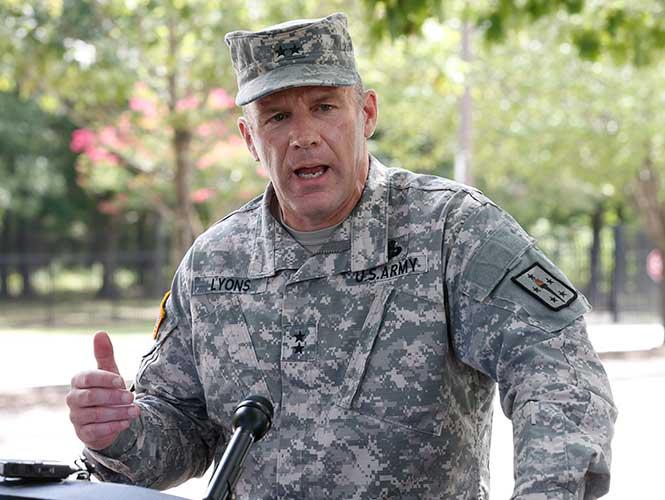 Militar que generó alerta en base militar de EU muere tras dispararse