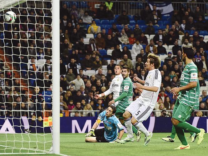Se luce 'Chicharito' en triunfo del Madrid en la Copa del Rey