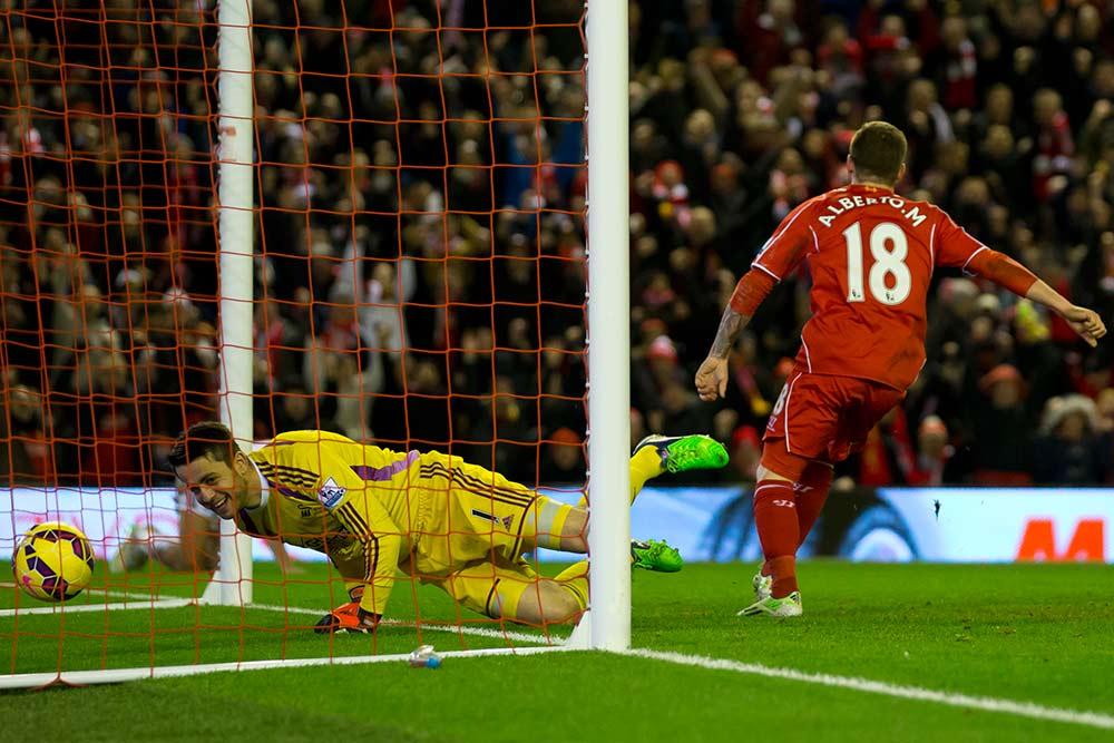 Liverpool despide el 2014 con goliza ante Swansea