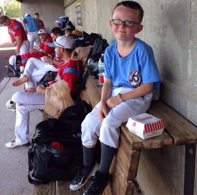 Bat boy de nueve años muere tras ser golpeado por un bate