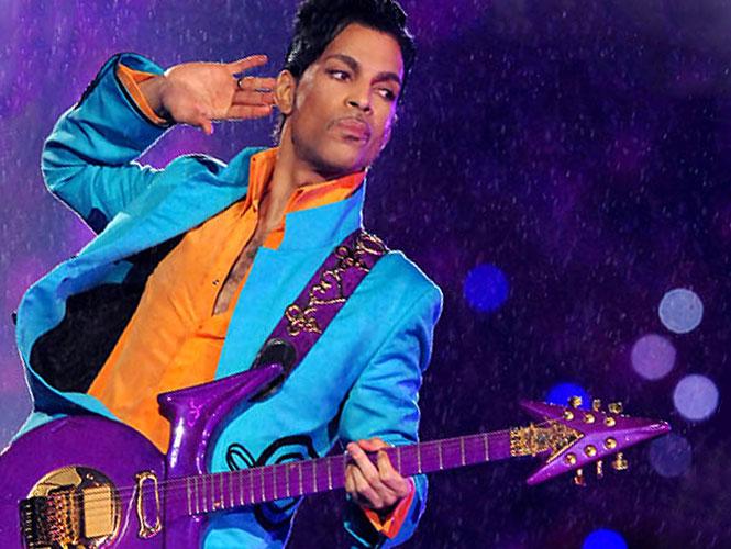 En 1995 cuando comenzó a hacerse llamar durante un tiempo 'Artist Formerly Known As Prince' (el artista anteriormente conocido como Prince), apareció en público y en fotos con la palabra slave (esclavo) escrita en el rostro. (AP)