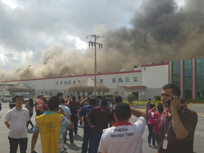 Cinco mil personas evacuadas por incendio