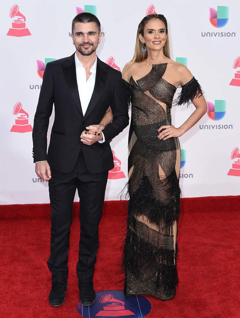 Extiende Alfombra Su Grammy Latino Roja El rCxedBWo