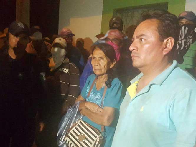 Gente Civil Tomas las Armas en Guerrero para hacer frente al Narcotráfico  1583179