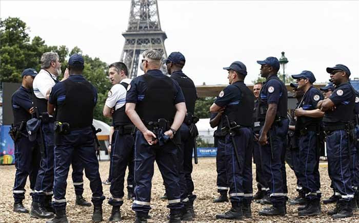 Francia aumentará seguridad en la Torre Eiffel