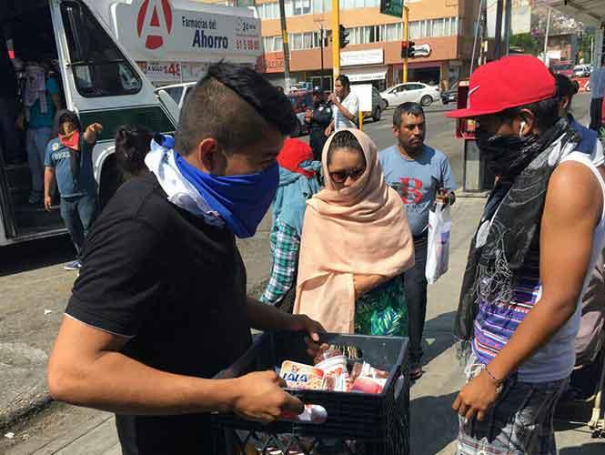 Aumenta vandalismo de normalistas en Oaxaca; retienen 23 camiones
