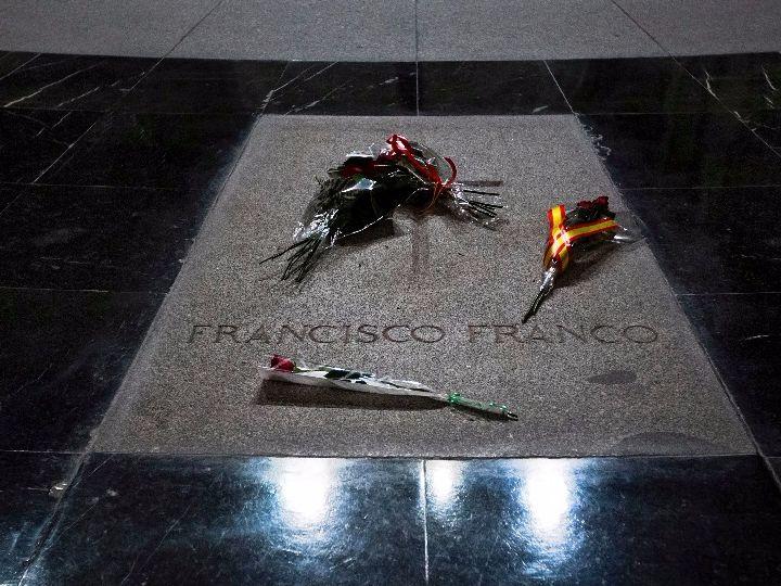 Parlamento español votó proyecto para trasladar los restos de Franco