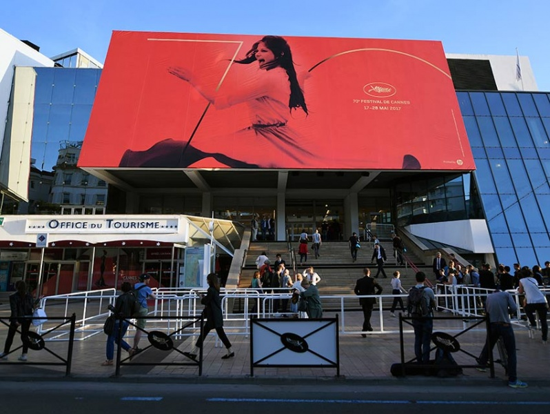Paradójico que película ganadora no sea exhibida en cine: Pedro Almodóvar