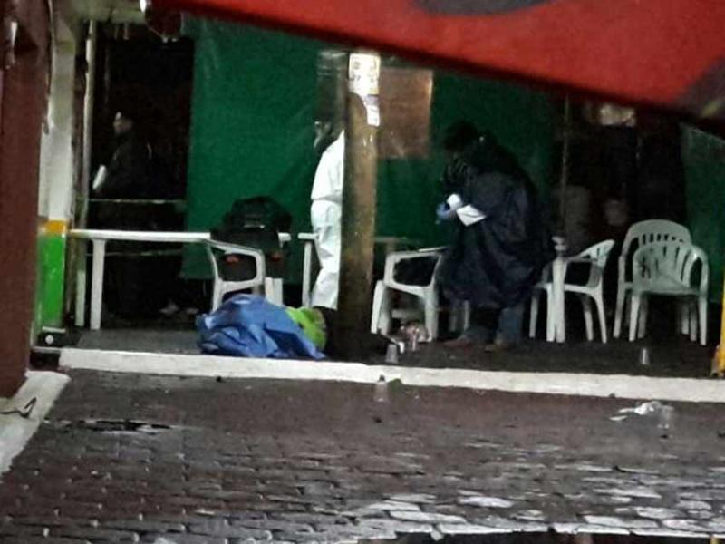 Sujetos balean a tres en restaurante de Coyoacán y huyen