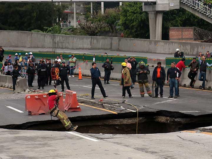 Se forma socavón en Paso Express de Cuernavaca
