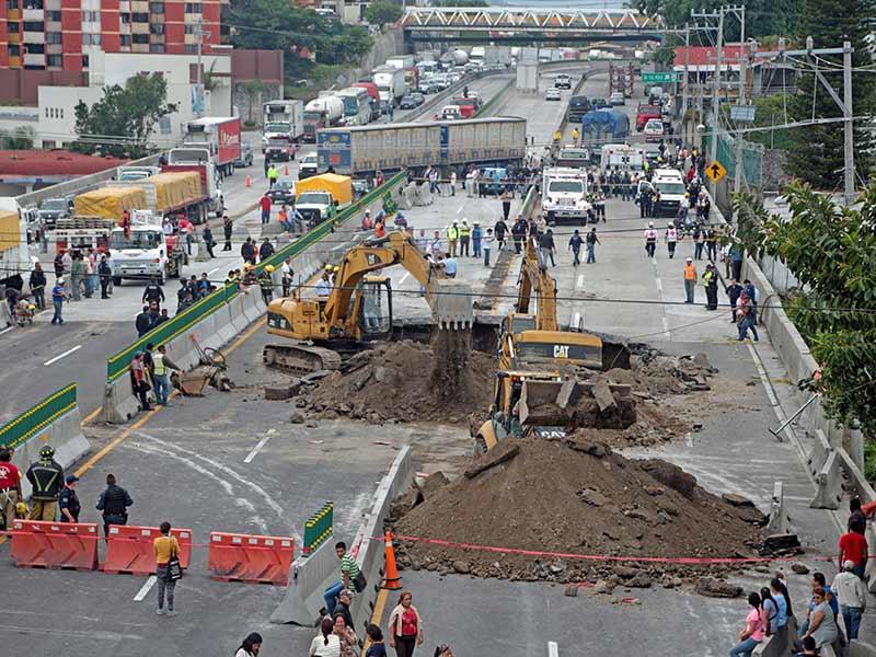 Drenaje tapado debilitó suelo del Paso Express de Cuernavaca: Esparza