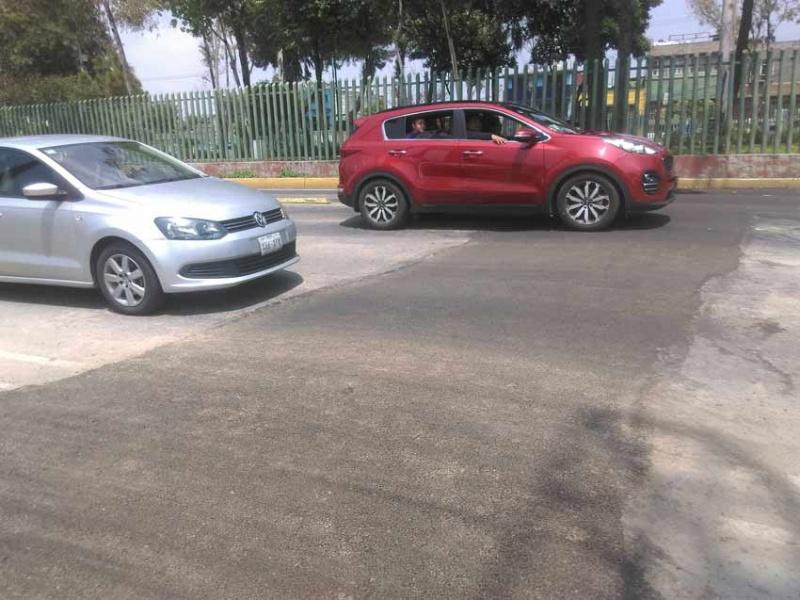Fuga de agua provoca socavón en Av. Eduardo Molina