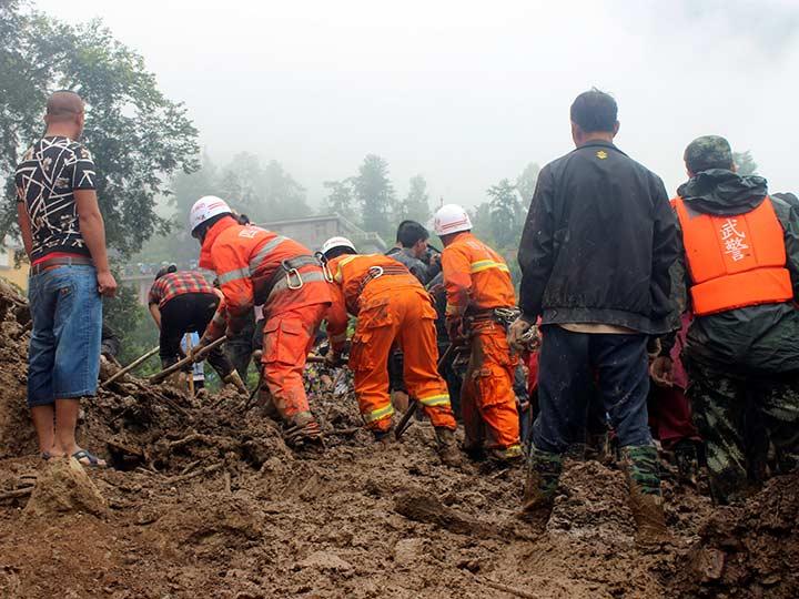 Casas sepultadas por deslave en China deja 24 muertos